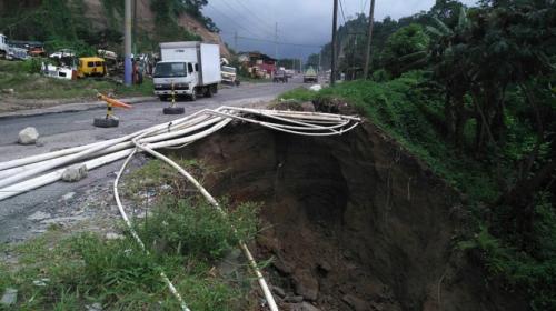 Un hundimiento afecta carretera que conduce a Quetzaltenango