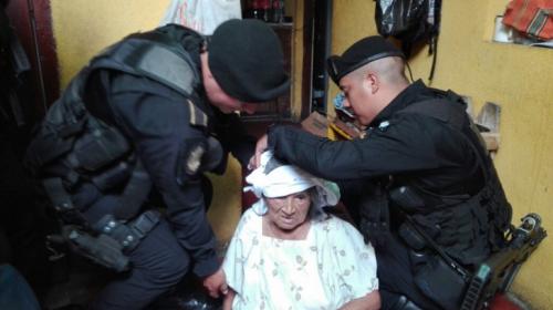 La heroica reacción de dos policías para salvar a una anciana