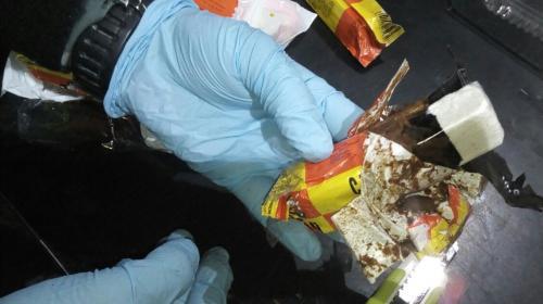 Descubren cocaína oculta en barras de chocolate en el aeropuerto