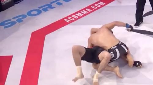 Luchador de MMA gana la pelea tras quedar inconsciente por un momento