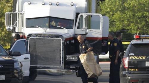 Confirman que un guatemalteco murió en camión con migrantes en Texas