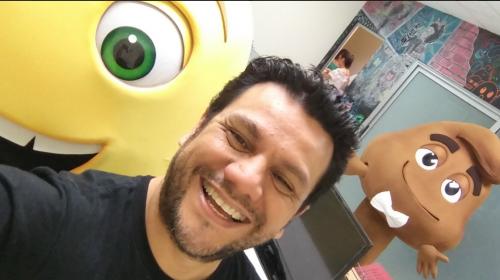 """Ronald MacKay es la voz de cinco personajes de """"The Emoji Movie"""""""
