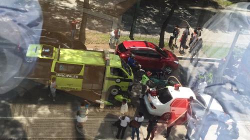 Mujer da a luz dentro de un vehículo en la Avenida Reforma