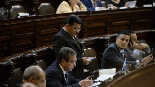 El Congreso suspende el pago del celular de los diputados