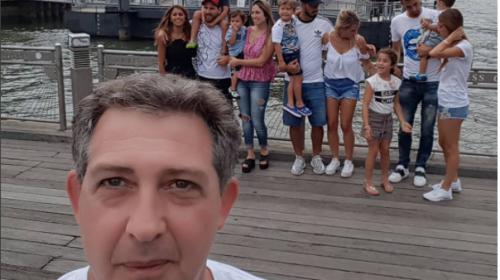 """Messi y su esposa """"se cuelan"""" en una selfie que se hace viral"""