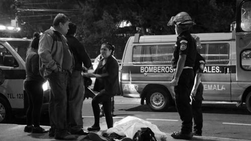 Ataque armado a 2 buses deja 1 muerto y 6 heridos en calzada San Juan