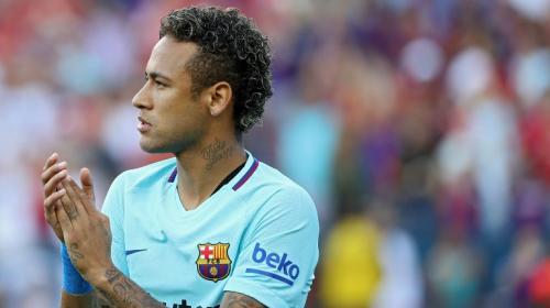 Neymar ya les habría dicho a sus compañeros que se va al PSG
