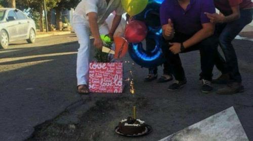 """La historia verdadera detrás del """"cumpleaños"""" de un bache en Mixco"""