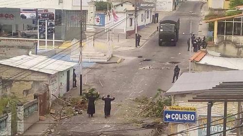En medio de la violencia venezolana, sacerdotes se visten de héroes