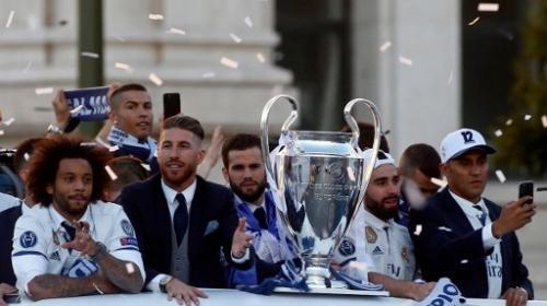 Los jugadores del Real Madrid coronan Cibeles tras ganar la Champions