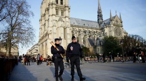Balacera en catedral de Notre Dame provoca alarma en París