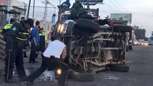 Fuerte accidente detiene el tránsito en carretera a El Salvador
