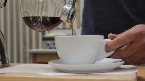 Hoy puedes transformar una taza de café en educación