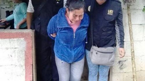 Capturan a mujer que habría vendido fotos de su hija de 5 años desnuda