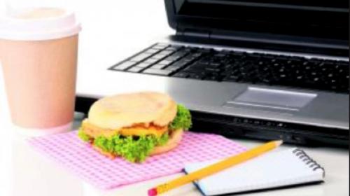 ¿Trabajas en una oficina? Estos 6 hábitos afectan tu salud