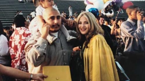 Recreó una foto para honrar a sus padres, pero la mamá robó suspiros
