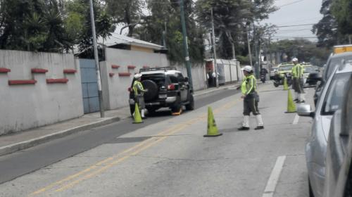 Piloto abandona vehículo y bloquea calle principal en zona 9