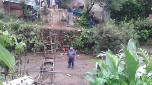 Puente en Villa Nueva cae cuando varias personas iban a un velorio