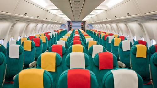 Estos son los asientos más seguros para viajar en avión, según estudio