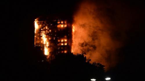 Un voraz incendio destruye un edificio de viviendas en Londres