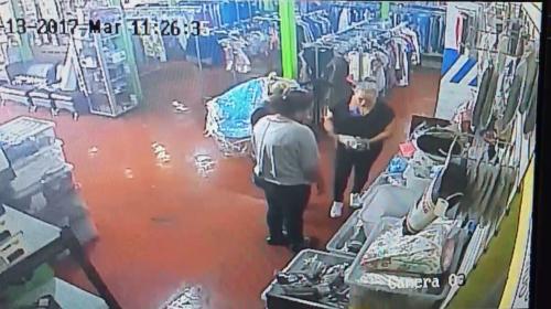 Así roban tres mujeres en un negocio de Ciudad San Cristóbal