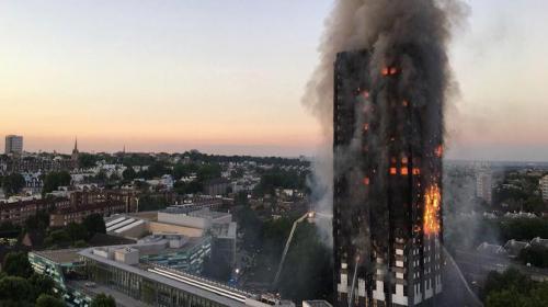 Madre lanzó a su bebé de lo alto del edificio incendiado en Londres