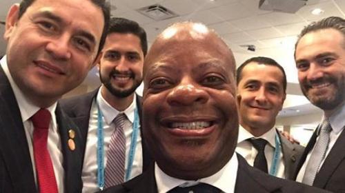 """La """"selfie"""" presidencial que enciende las redes sociales"""