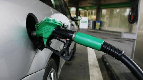 ¿Por qué nunca deberías usar tu carro cuando tiene poca gasolina?