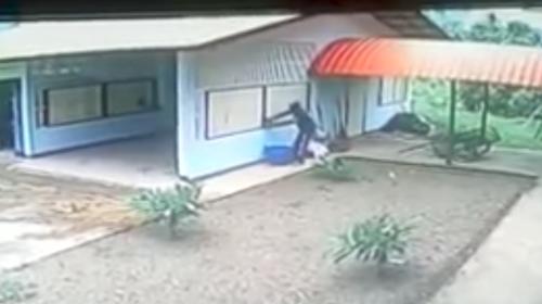 Este ladrón se lleva tremenda sorpresa en una casa
