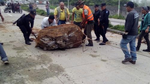 Sismo provocó derrumbes en estas carreteras de Guatemala
