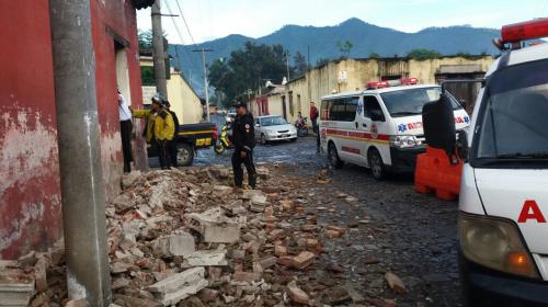 Fuerte sismo dejó daños en viviendas y monumentos en Antigua Guatemala
