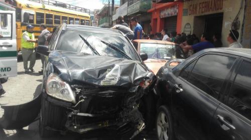 Un menor de edad habría provocado accidente múltiple en Chimaltenango