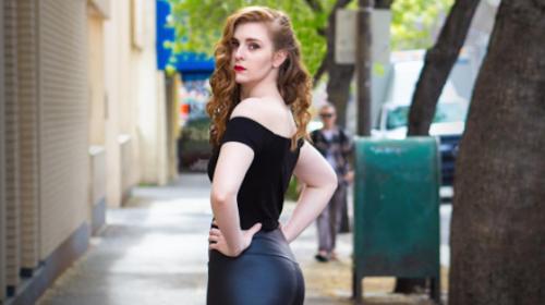 Una modelo sufre acoso sexual en plena sesión fotográfica en la calle