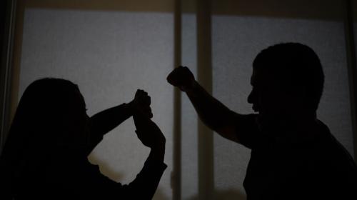 Dormir con el enemigo: el drama de la violencia contra la mujer