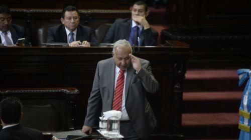 """Ministro defiende mejoras salariales: """"Ganaba muy poquito"""""""