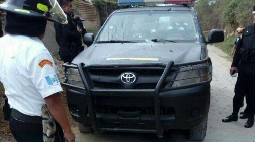 Una emboscada dejó a dos agentes de la PNC y un reo muertos