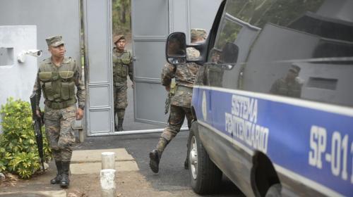 """Caen los primeros 4 funcionarios por fuga de """"La Patrona"""""""