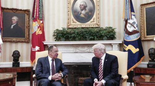 Trump habría revelado información secreta a rusos en la Casa Blanca