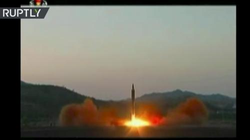 Estas son las imágenes del misil balístico lanzado por Corea del Norte