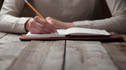 Usa tu creatividad para escribir una historia y gana hasta mil euros