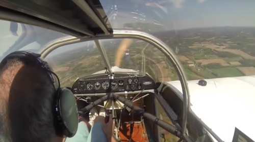 Piloto aterriza una avioneta tras quedarse sin hélice en pleno vuelo