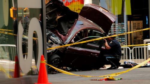 Identifican al piloto que atropelló a varias personas en Times Square