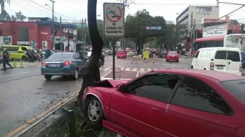 Viernes de lluvia y caos: así está el tráfico en la ciudad capital