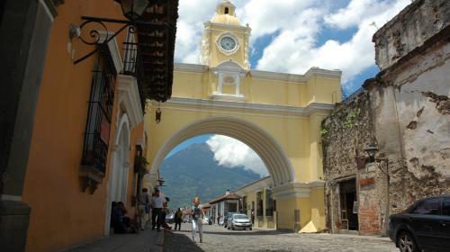 Inguat ofrece plazas laborales en Antigua Guatemala y Retalhuleu