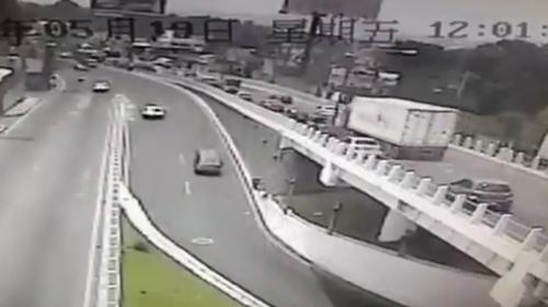 Video: así fue el aparatoso accidente en la ruta Interamericana