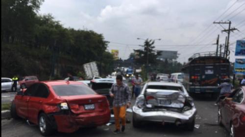 Camión choca contra tres vehículos y genera caos en ruta hacia Antigua