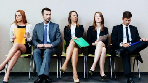 Denuncian a gerente de empresa por acoso durante entrevista laboral