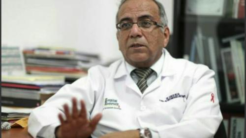 El doctor Carlos Mejía es el primer donante de córneas en el país
