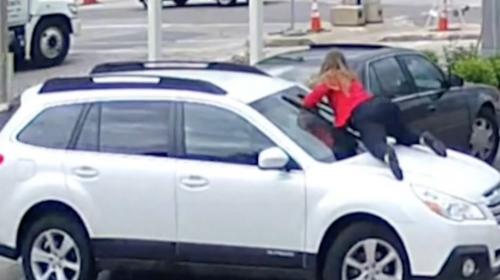 La insólita forma en la que una mujer evitó el robo de su carro