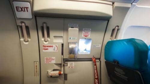 ¿Qué pasa si abres las puertas de un avión en mitad del vuelo?